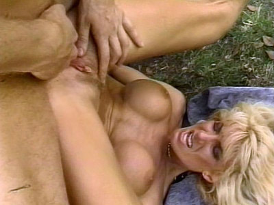 Nasty Outdoor pussy paw Pounding
